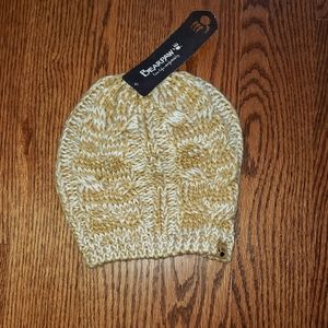 NWT Ladies Bearpaw Cable Knit Hat